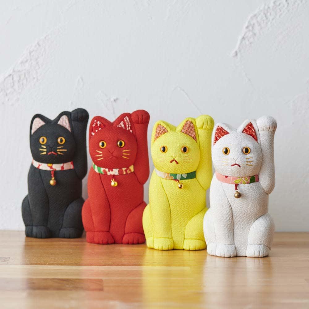 くろちく 古布木目込人形 招き猫 耳の内側と首輪部分に古布を使用しています。