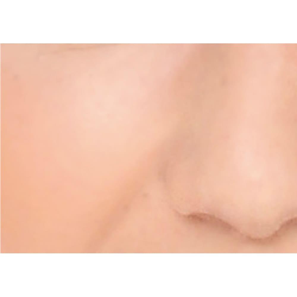 エクスボーテ ビジョンファンデーション リキッドモイストタイプ 30g 使用中 毛穴や小ジワがカバーされ、キメ細かいなめらかな肌に ※結果には個人差があります。(メーカー資料)