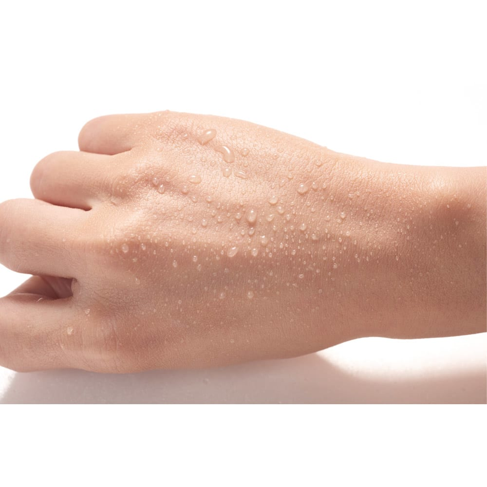 オーアンジェ パワートリートメントファンデーション 40g 【お得な定期便】 肌の上でウォーターヴェールがオイルヴェールに変化して撥水効果を発揮。肌ツヤが良く見え、水も弾きます。汗による化粧崩れを防ぎ、美しい仕上がりを持続。汗・水をしっかりはじく!