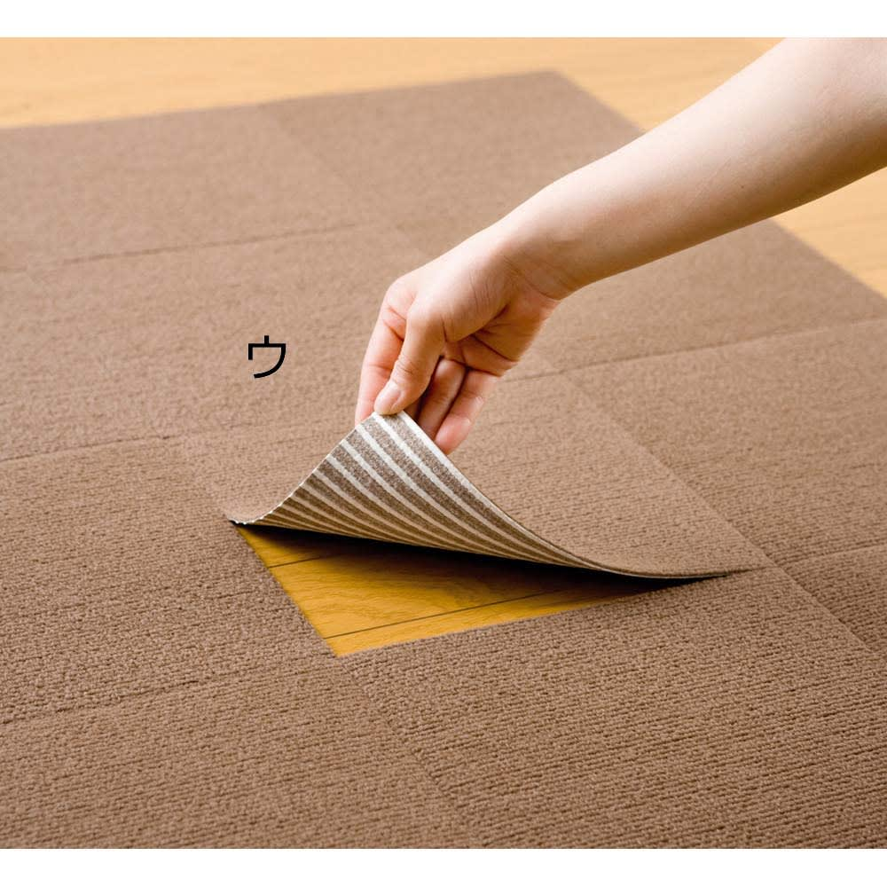ピタッと吸着!「洗える置くだけタイルマット」 同色20枚組(カテキン消臭) ブラウン 床に置くだけで吸着、はがす時も簡単。裏面の吸着樹脂部分にカテキン消臭加工を施しました)