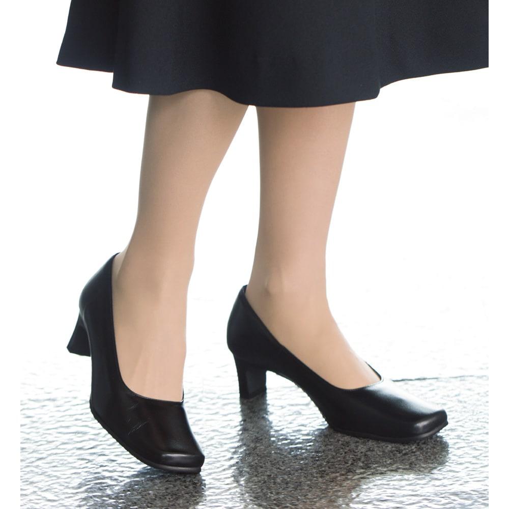 神戸の職人 時見さんの疲れにくいフォーマルパンプス ワイズは4Eなのに、すっきり美しく見えます。