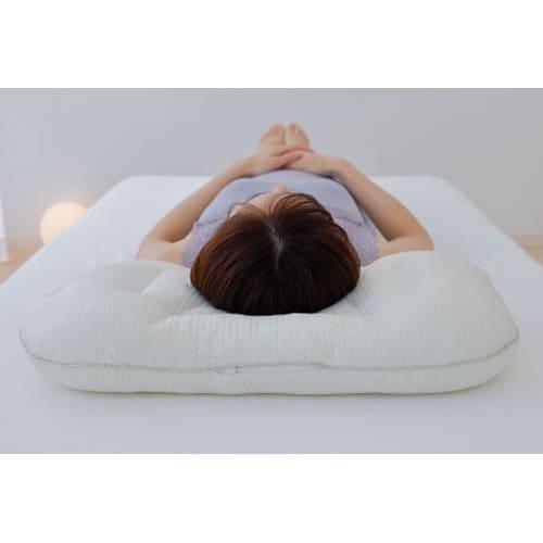 iiyume枕セット 肩のラインに沿った流線型カーブにより隙間が生まれにくいため、首や肩にフィットしやすいです。