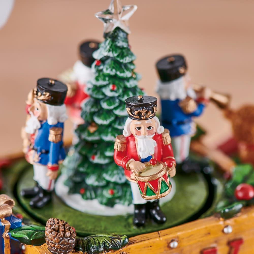 クリスマスオルゴール Toyサンタ 音楽にあわせてクリスマスツリーや鼓笛隊がくるくる回ります。