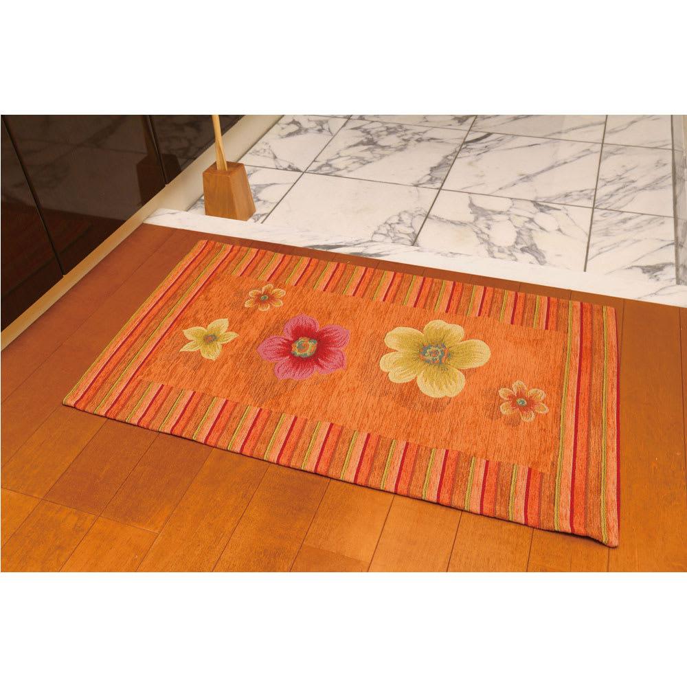 約55×120cm(イタリア製インテリアマット〈アネモネ〉) コーディネート例(ウ)オレンジ ※写真は約55×90cmタイプです。