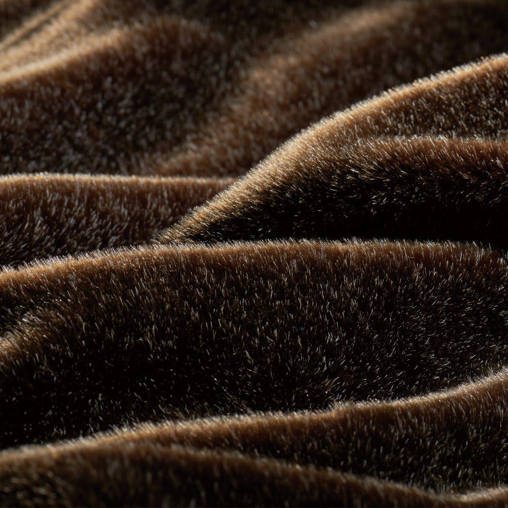 イタリアンデザイン×日本の職人技から生まれた上品さと感動の肌ざわり【カルドニード(R)エリート】敷き毛布 驚くほどなめらかでやわらかな仕上げ。シックなカラーがミンク調の毛足の高級感をより引き出し、上品でリュクスな世界観を演出します。