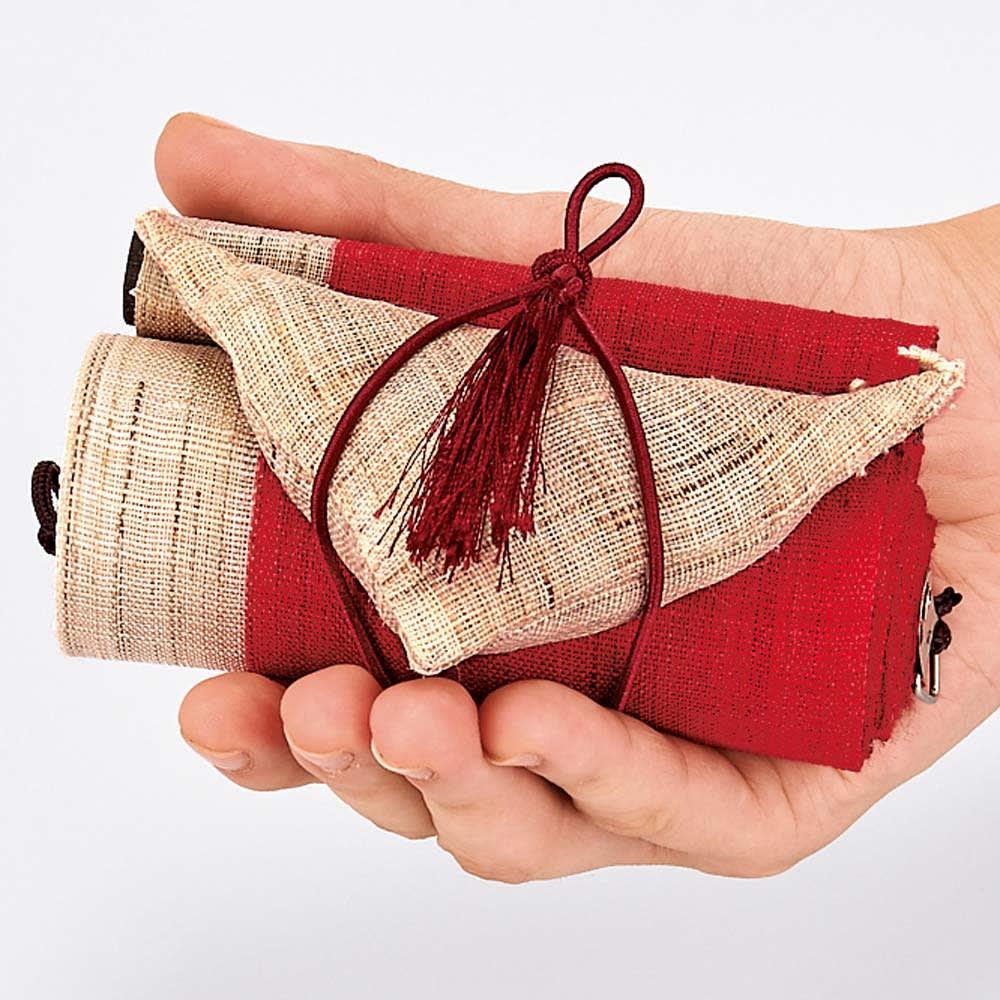 〈京都洛柿庵〉節句飾り細タペストリー 端午の節句 コンパクトな収納も魅力! くるくる巻いてコンパクトに収納できます。