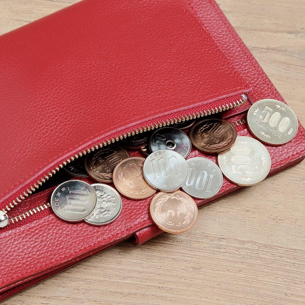 ラミネートカードも入る牛革お薬手帳ケース 背面には小銭入れ付き。