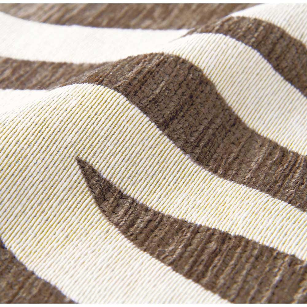 イタリア製マルチクロス〈サファリ〉 生地アップ(ア)ゼブラグレー 光沢のあるシェニール糸と綿混の糸で織り上げた、ふっくらとしたジャカード織り素材。