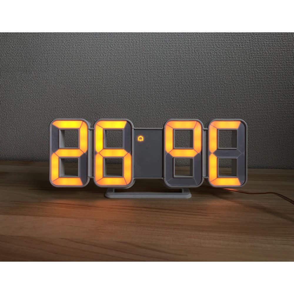 LED時計 時間、日付、湿度表示が可能です。