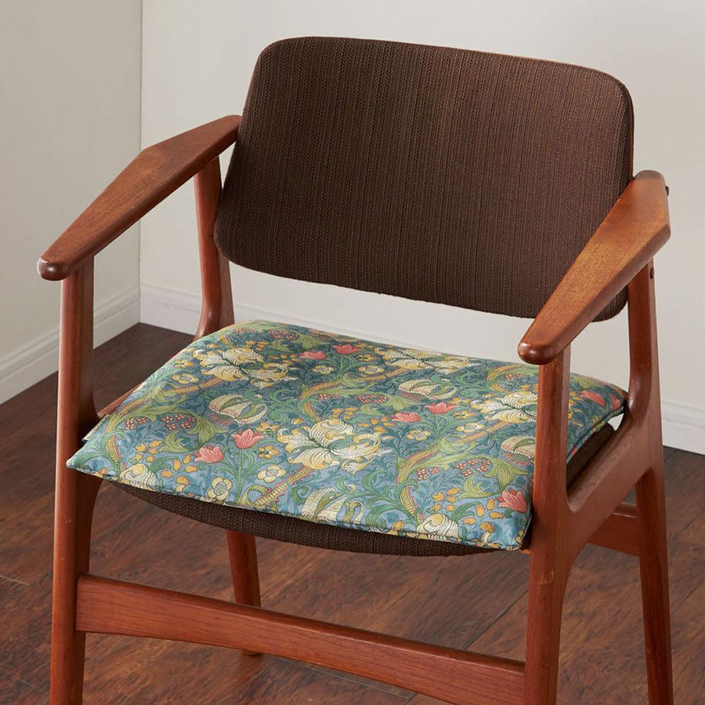 モリス ジャカード織 シートクッション (ウ)ゴールデンリリーマイナー・ブルー系 ※写真は1人掛けです。