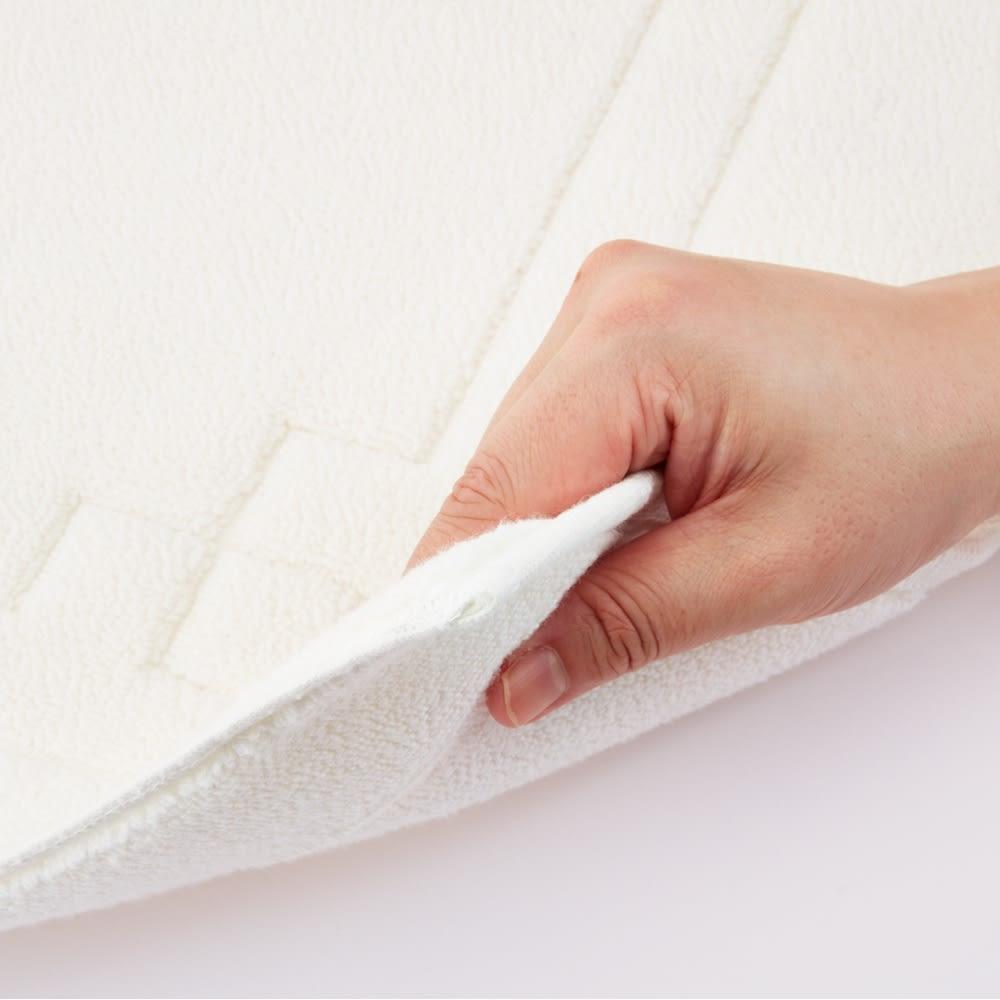 UCHINO ウチノ メルヴェイユ 高密度抗菌防臭タオルマット 厚みが1cmあり素足に気持ちいい。特殊な紡績方法により作られた柔らかな糸を高密度で織り上げています。タオル地なので洗濯機で手軽に洗え、清潔さを保てます。