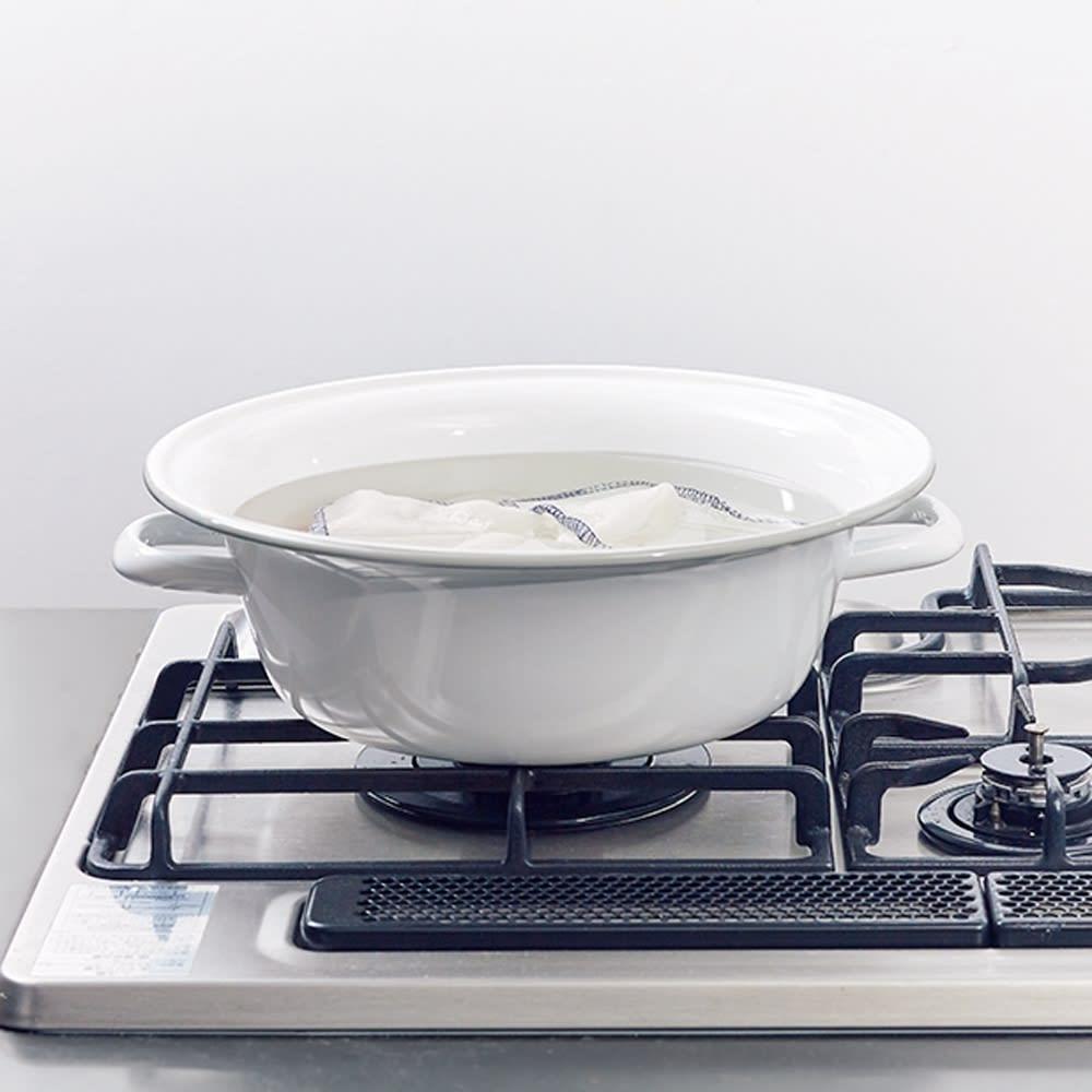 野田琺瑯のたらい 容量5リットル 直火にかけられるので、ふきんの煮沸消毒などにも便利。