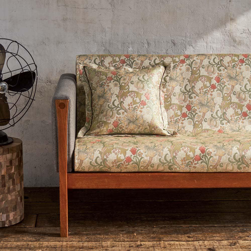 モリスデザインスタジオソファカバー (カ)リリー・アイボリー系 ※写真は3人掛け用を座面の下に入れ込んでいます。