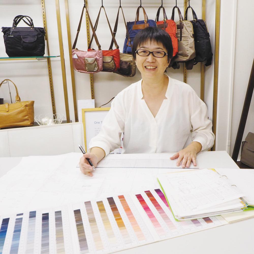 こだわりいっぱいの2WAY快適リュック イントロダクションデザイナー 工藤友里さん 服飾雑貨のメーカーを退社後、企画会社「トン」を設立。ファッションバッグの企画・デザインに約30年携わってきた経験と感性を生かし、同社オリジナルの国産バッグブランド「イントロダクション」のデザイナーを務める。