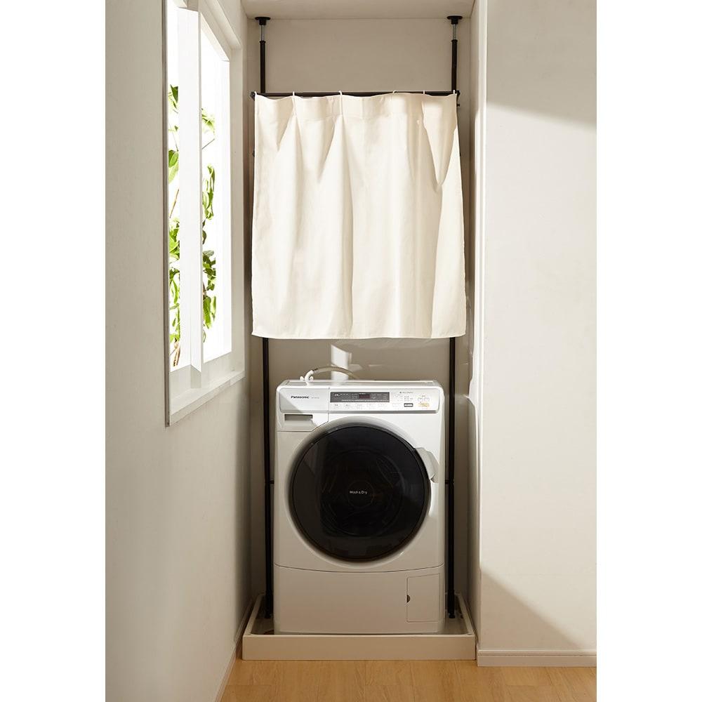 防水パンにおさまる。省スペース洗濯機ラック 標準タイプ・棚2段バスケット2個・カーテン付き (イ)ダークブラウン (カーテンを閉めた状態)