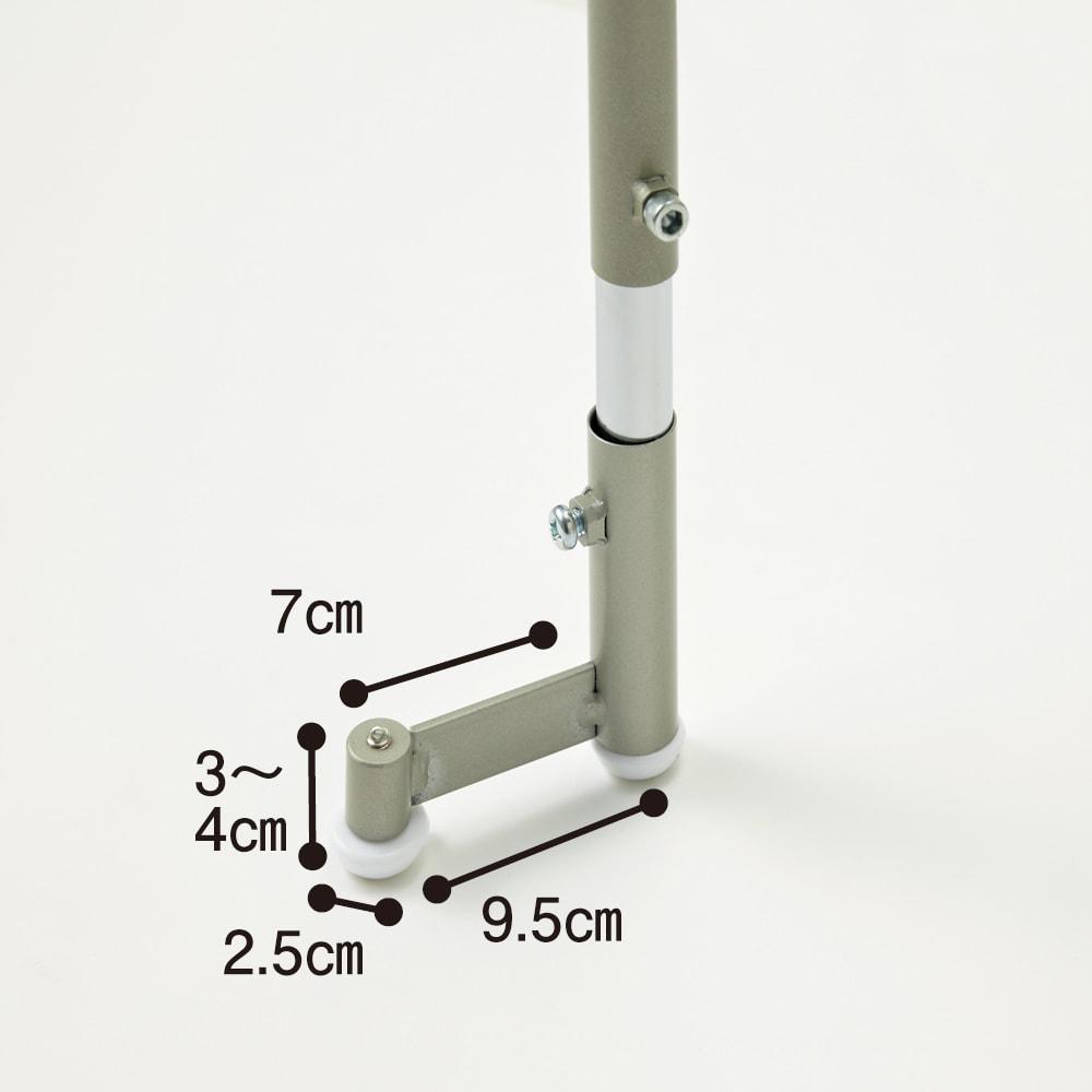 洗濯機パンに収まる 段差対応ランドリーラック 棚2段・バスケット2個 この脚部が段差に対応できるポイント。狭い洗面所、洗濯機置き場での設置ができるようにこだわった仕様です。
