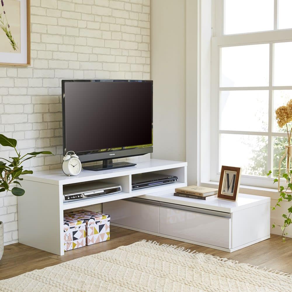 お部屋に合わせてぴったり 伸縮式オープンテレビ台(幅105cm~168cm) L字に組んで、省スペースで設置できるコーナー使い。