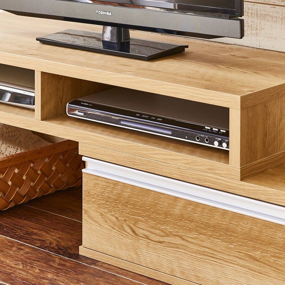 お部屋に合わせてぴったり 伸縮式オープンテレビ台(幅105cm~168cm) デッキ収納部は最大2台収納出来ます。デッキ収納部有効内寸幅49.1cm、高さ10.8cm。