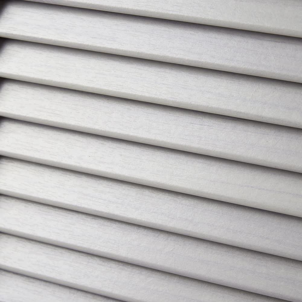 省スペースで快適なルーバー扉シューズボックス(幅60、高さ180cm) 扉の前板はルーバー扉なので、気になるにおいや湿気が庫内にこもらず、収納物にやさしいつくりです。