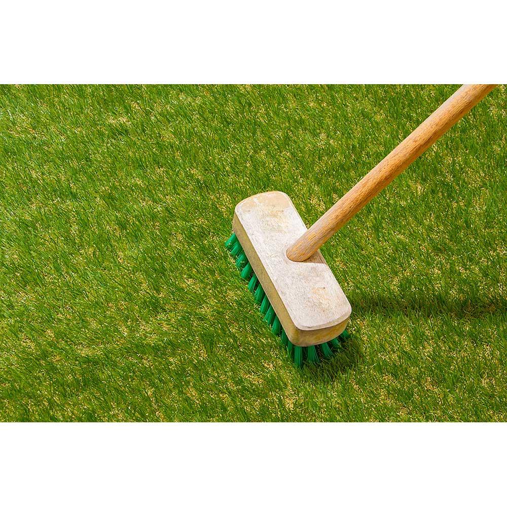 人工芝 デッキブラシ等で時々芝葉を立ててメンテナンスしてください。