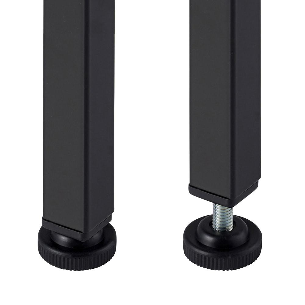 木目調ラック付きパソコンデスク(デスク幅91cm・ラック 幅95cmセット) 脚部はアジャスター付きで、がたつきを調整できます。