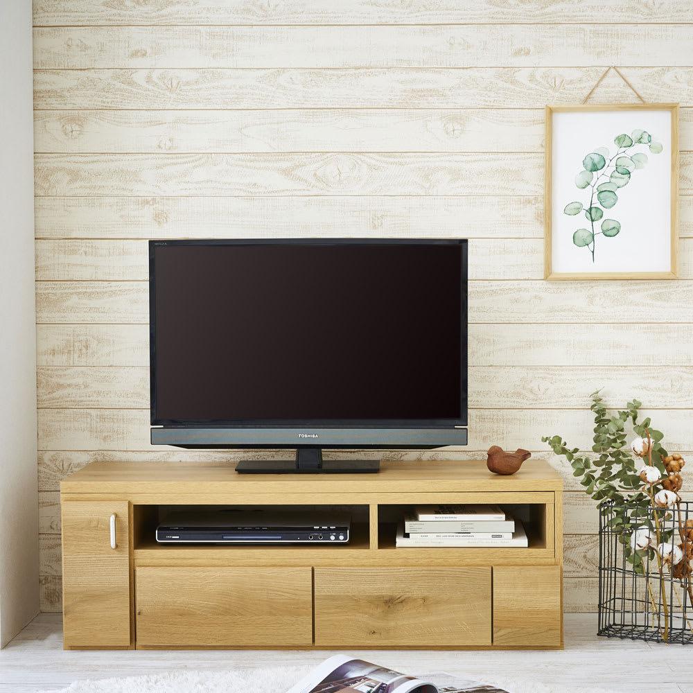 伸縮式スイングテレビ台 ブラウン色は天然木のようなラフな素材感が楽しめます。