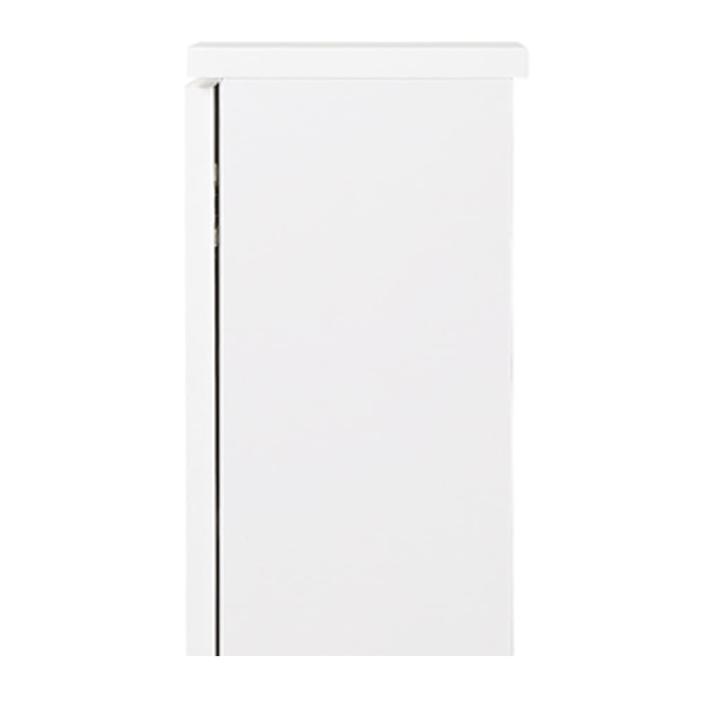 扉つきカウンター下収納 幅89cm(3枚扉) 天板と背面に1cmのスペースがあるので、幅木をよけて壁にぴったり設置できます。