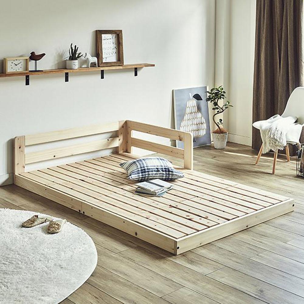 並べてもずれにくいサイドガード付きひのきすのこベッド コーディネート例 ※写真はセミダブルを2台連結して使用しています。