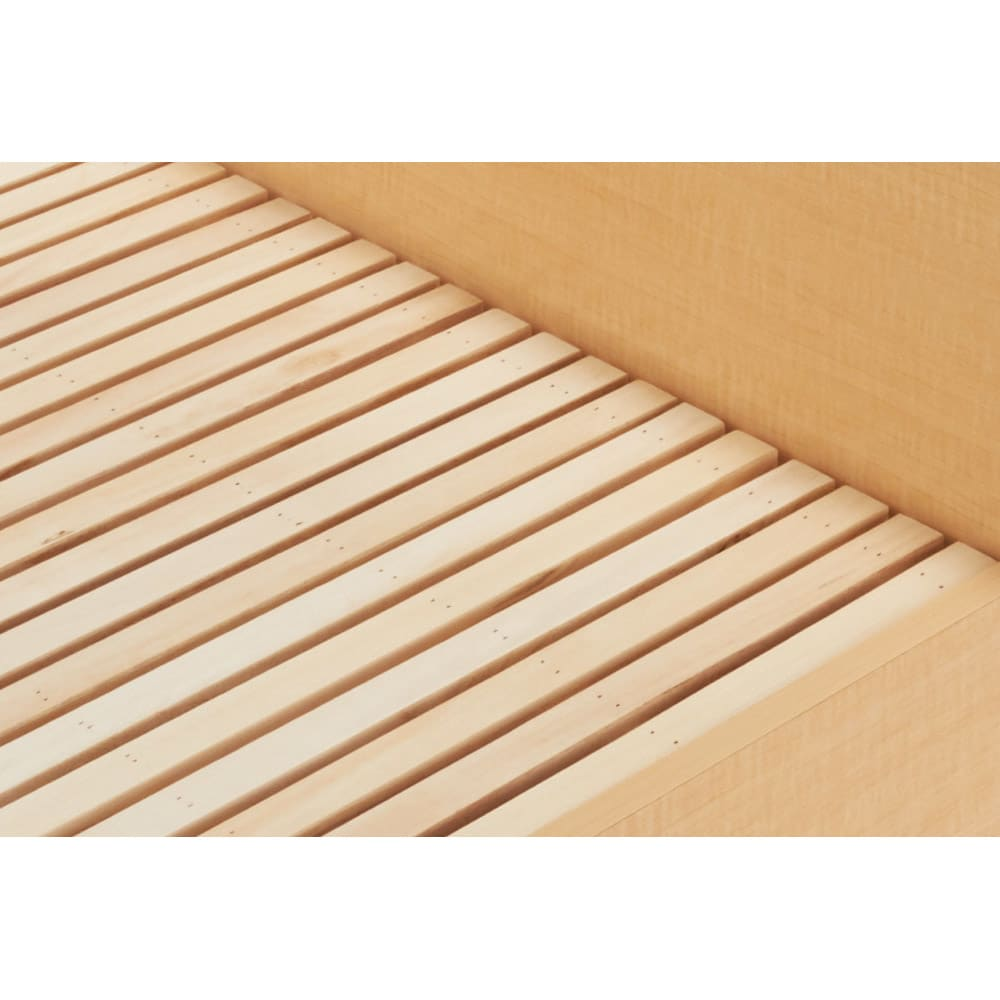 角あたりのない細すのこベッド フレームのみ すのこ板をより細くし、板と板の間を狭くすることで、すのこ特有のゴツゴツとした角あたりがないよう仕上げました。