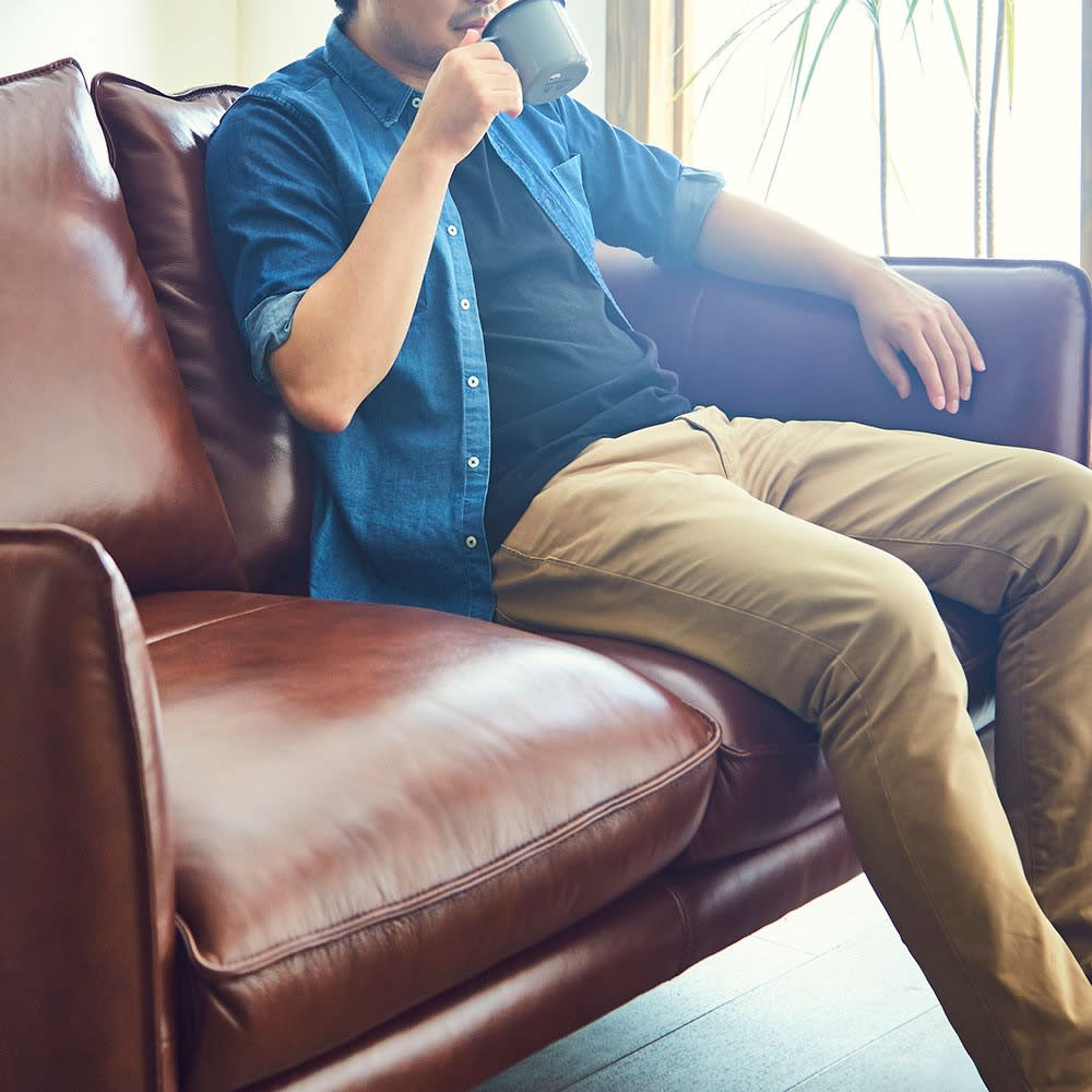 Verrey/ヴェルーイ ヴィンテージデザインソファ 2P 腰掛けると優しく包み込む様な柔らかさがあります。