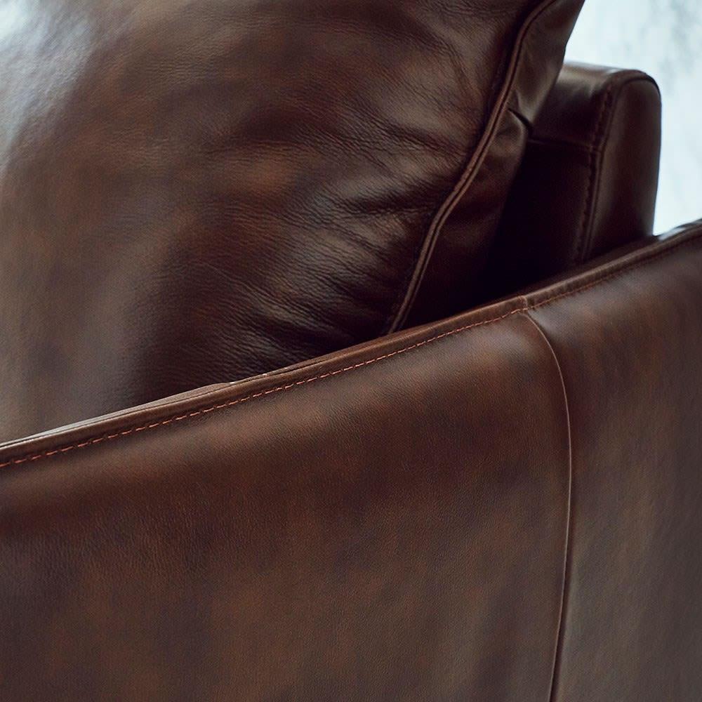 Verrey/ヴェルーイ ヴィンテージデザインソファ 2P 肘のステッチまで細部にこだわっています。