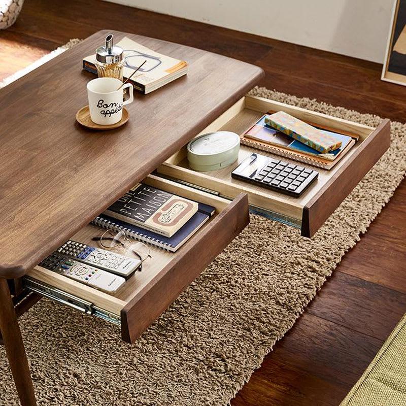 棚付き天然木テーブル 引き出しが2杯つきなので、文房具やリモコン、書類などテーブル上に散らかるものがすっきり片付きます。