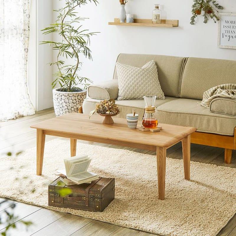 角の丸みが優しい天然木テーブル 天板サイズは幅105×奥行54cm。ソファ前テーブルにもぴったりです。