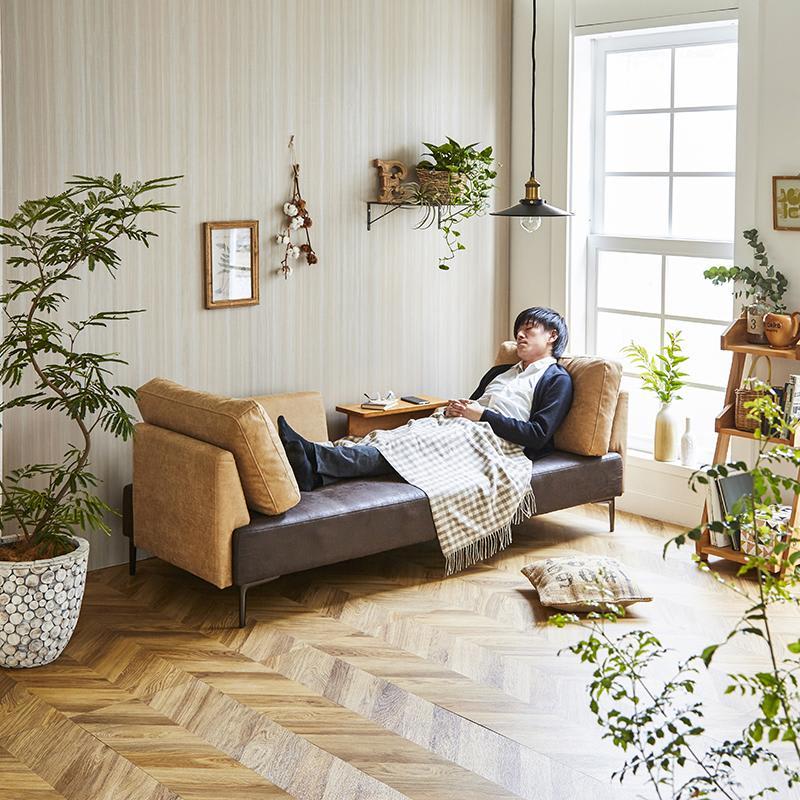 Turkut/トゥルク サイドテーブル付きソファベッド カウチスタイル (モデル伸長175cm)