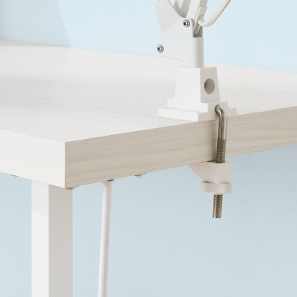 サイズが選べる スチール製コーナーデスク2台セット(幅90cm+幅150cm) 天板にクランプライトが取り付け可能(板厚3.5cm)。