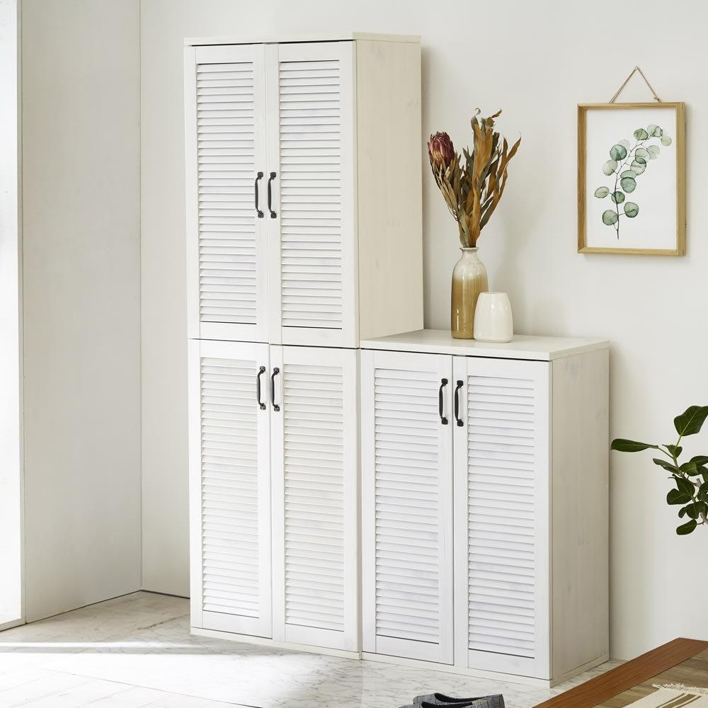省スペースで快適なルーバー扉シューズボックス(幅60、高さ180cm) コーディネート例(ア)ホワイト