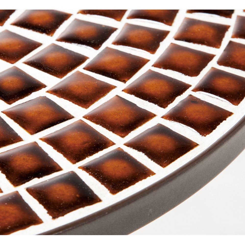 アンティーク風モザイクシリーズ テーブル 天板にモザイクをあしらった表情豊かなテーブル。脚部アジャスター付き。