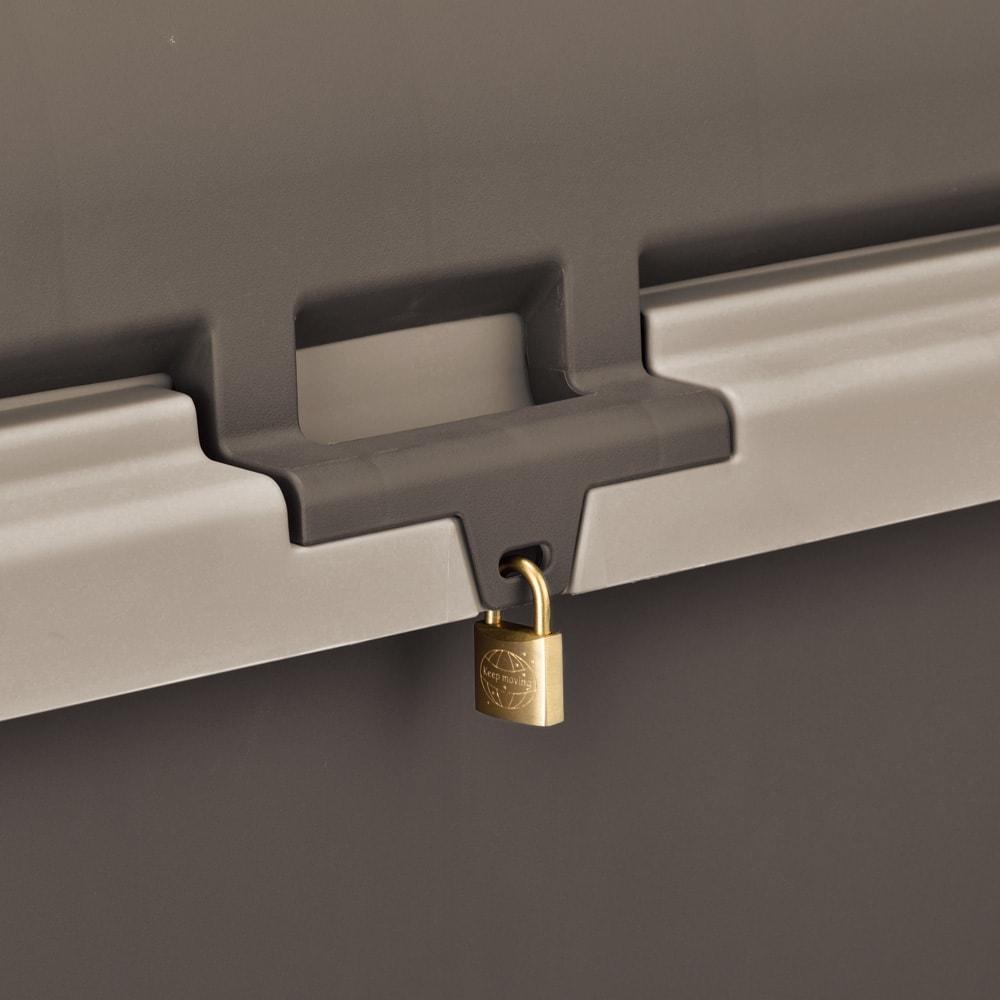 家庭用プラスチック収納庫<ブラウン> 防犯対策にも役立つ鍵穴付き(南京錠は付属しません)