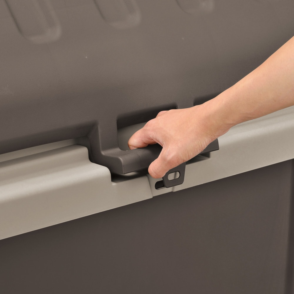 家庭用プラスチック収納庫<ブラウン> 開け閉めしやすいワイドな取っ手