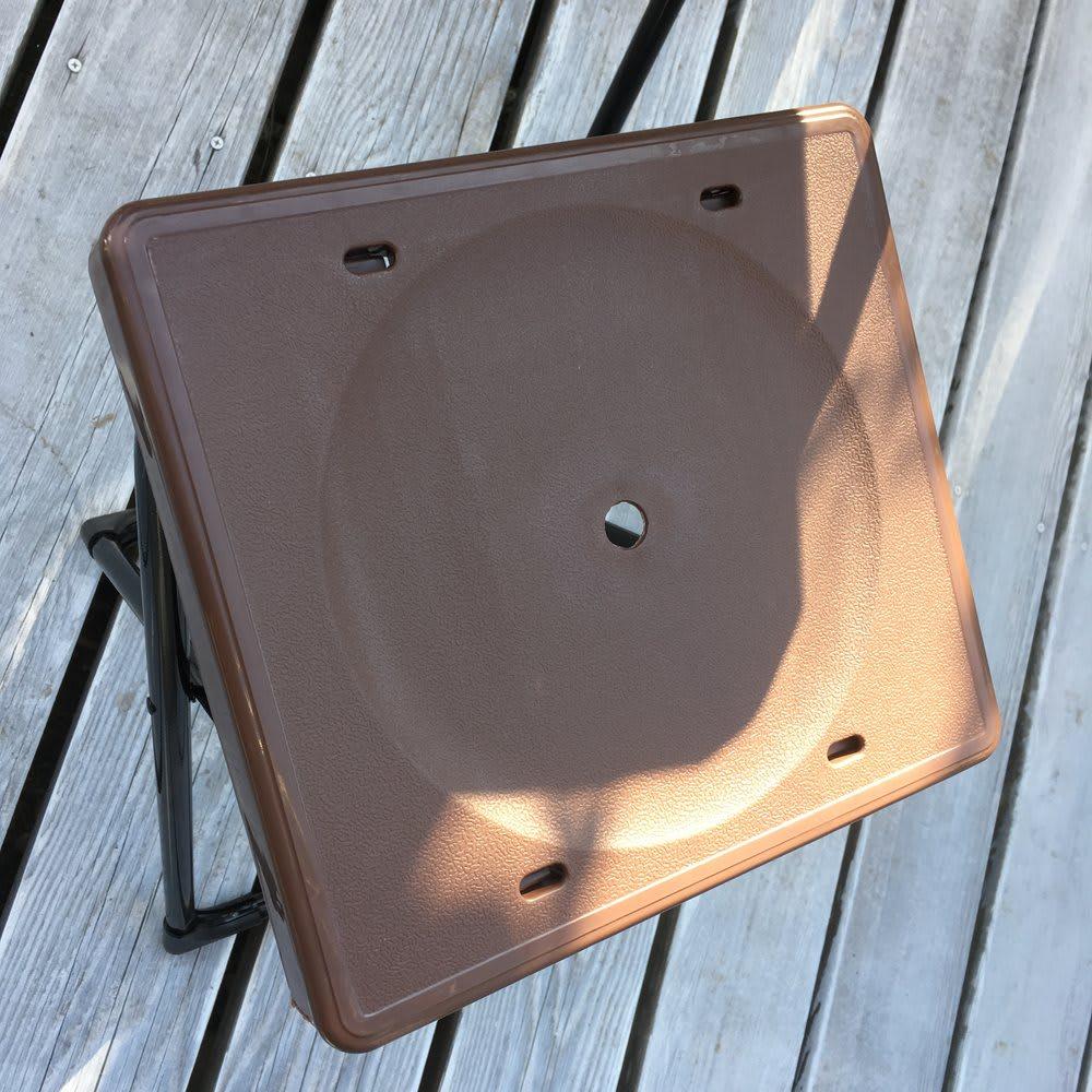 コンパクト折りたたみ台&スツールセット 作業台とスツールで、天板・座面の模様が若干異なります。