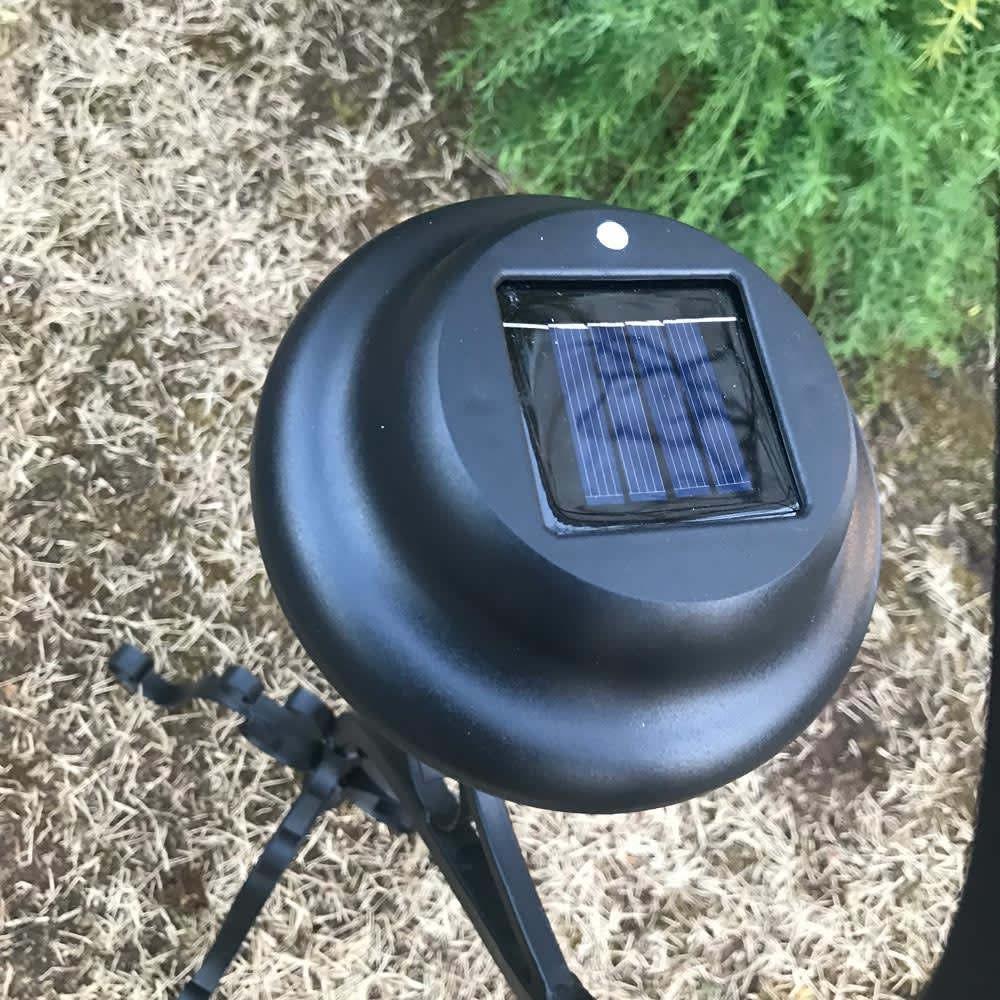 ソーラースタンドライト 2個組 ソーラーパネルで日中充電。