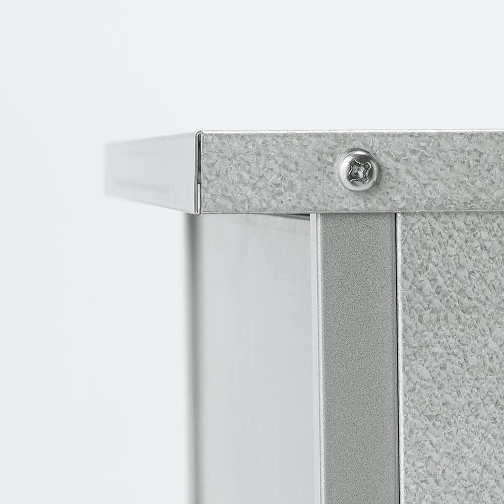 1台3役!ダスト&ソイル収納庫 スリム ひさし付き天板が雨水の浸入を防止。