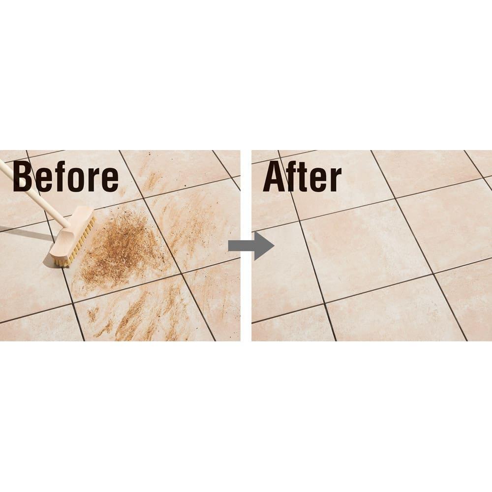 TOTO汚れにくいベランダマット30cm×30cm(15cm角タイル) 同色10枚組 表面は滑りにくさと清掃性を両立させた特殊構造を採用。日常的な汚れなどが水洗いでサッと落とせます。