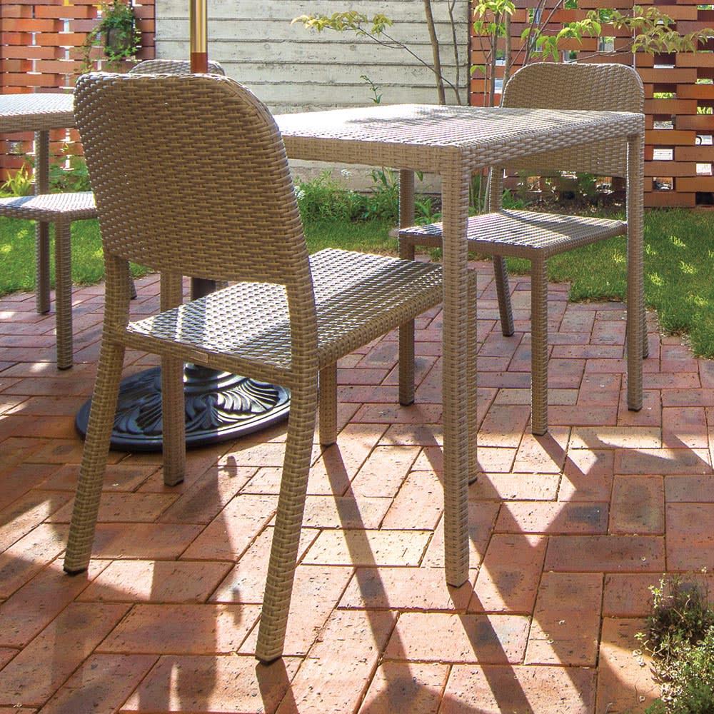 庭座 シンプルチェア2脚組 コーディネート例 ※お届けはチェア同色2脚組です。
