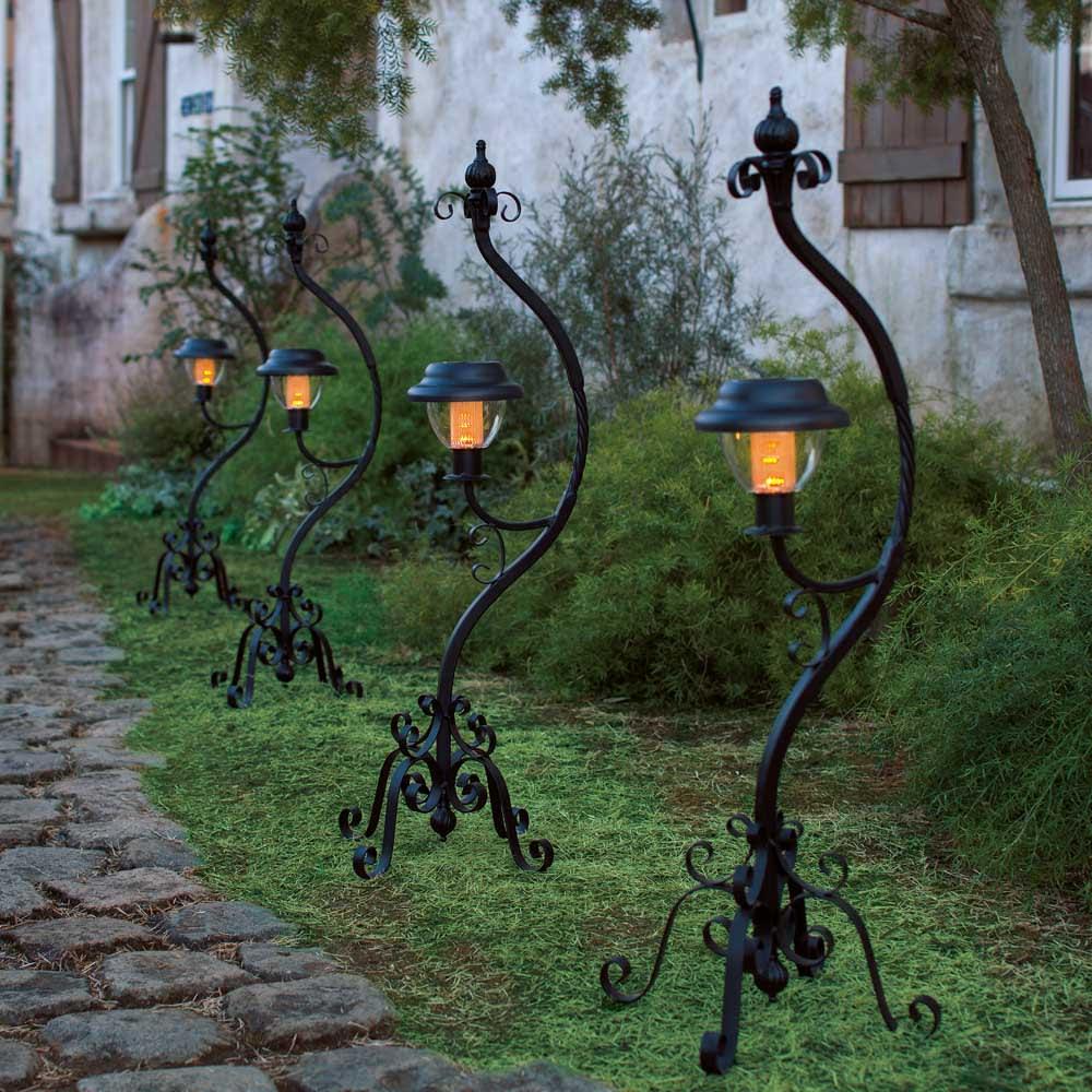 ソーラースタンドライト 2個組 暖かい光がお庭や玄関周りを照らします。