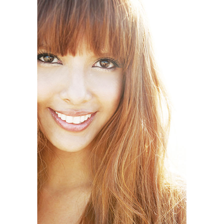 SNOOPY(スヌーピー)/star★d'or Wishing star K10YG フレンドリーペンダント|PEANUTS profile プロフィール SHEILA:キューバ出身。モデル、スポーツキャスター、女優、バラエティ番組などマルチに活躍するタレント。