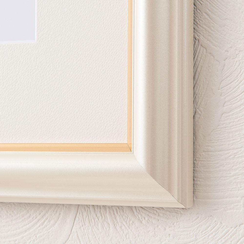 アナと雪の女王 プレミアムアートフレーム(マット付き)縦80×横64.5cm 作品名「An Enchanted Winter」 パール調の金色の縁取りが入った高級感のあるイタリアンフレーム *フレームの組立は日本で行っています
