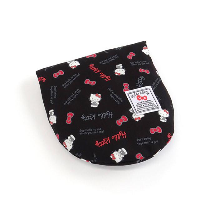 Hello Kitty(ハローキティ)/スタンダードロゴ柄 ネックピロー&アイマスクセット (ア)ネックピローは、背面のポケットに収納でき、小さく携帯できます。
