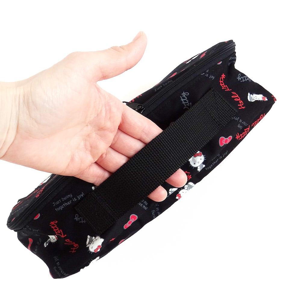 Hello Kitty(ハローキティ)/スタンダードロゴ柄 衣類ケース Sサイズ (ア)側面に持ち手が付いています。
