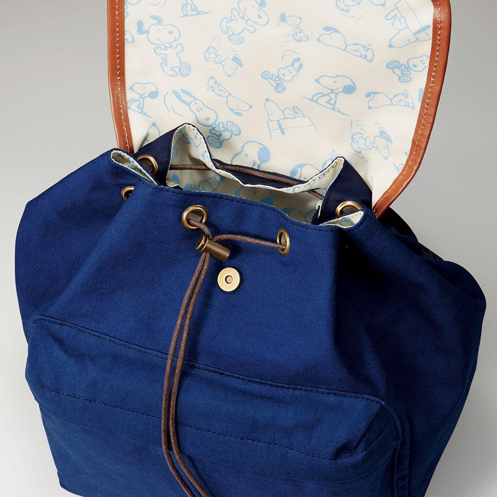 SNOOPY(スヌーピー)/琉球藍 スヌーピーの藍染めリュック|PEANUTS 引きひもを絞って、間口の広さを自由に調整できます